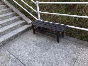 ハルヒの聖地 登校中の階段にある椅子